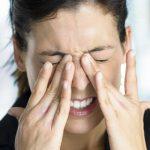 Sente dor nos olhos? Descubra quais podem ser as causas!